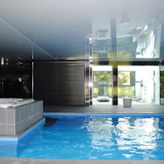 House in Eastleigh:  Pool by LA Hally Architect