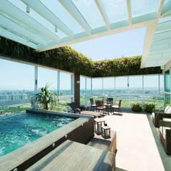 Jardim Vertical: Jardins de fachadas de casas  por Felipe Mascarenhas Paisagismo