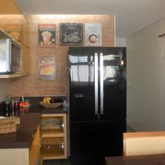 Kitchen units by KC ARQUITETURA urbanismo e design