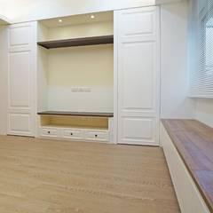 Salas / recibidores de estilo  por ISQ 質の木系統家具,