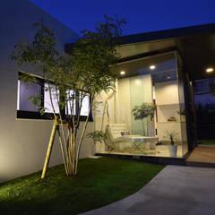 光と風の入る家: 有限会社 秀林組が手掛けた一戸建て住宅です。