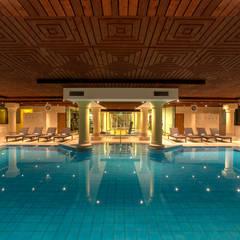 Hilton Soestduinen zwembad:  Hotels door Loek van Walsem Fotografie