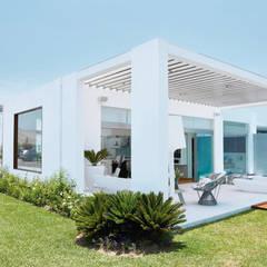 CASA DE PLAYA M.M.: Casas de estilo  por Karím Chaman Arquitectos