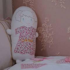 Almofada Personalizada: Quartos de bebê  por STUDIO ROCHA ARQUITETURA E DESIGN DE INTERIORES