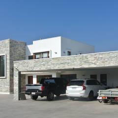 Casa El Golf: Casas de estilo  por AtelierStudio