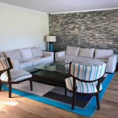 Casa El Golf: Livings de estilo moderno por AtelierStudio