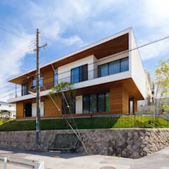 haus-flat: 一級建築士事務所hausが手掛けた木造住宅です。,モダン 木 木目調