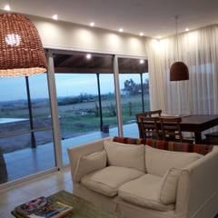 Campo&Golf: Livings de estilo  por Marcelo Manzán Arquitecto,Rural