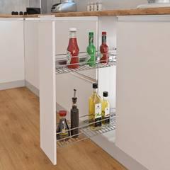 GRATIS para tu Cocina Integral: Canasta botellero y también todas las bisagras en sistema de cierre lento, fabricadas en acero niquelado.: Cocinas de estilo  por Remodelar Proyectos Integrales