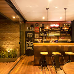 Cocinas de estilo  por Cornetta Arquitetura,