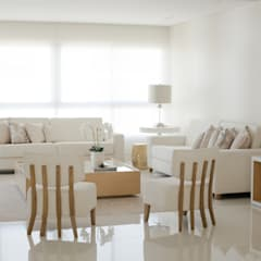 Un hogar contemporaneo: Salas de estilo  por Monica Saravia, Minimalista Madera Acabado en madera