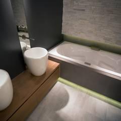 Wellness De Eerste Kamer:  Badkamer door De Eerste Kamer