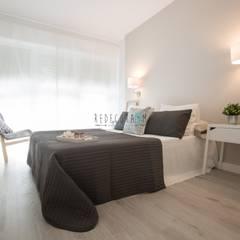 Proyecto Pedret: Dormitorios de estilo  de Redecoram Home Staging