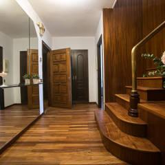 HALL: Pasillos y vestíbulos de estilo  de Redecoram Home Staging
