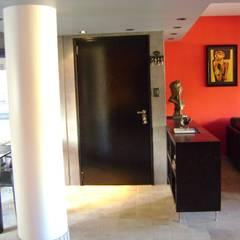 Departamento  para  uno: Pasillos y recibidores de estilo  por Marcelo Manzán Arquitecto