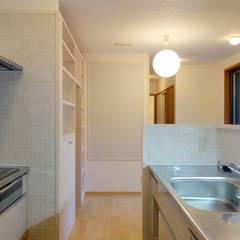 浦和の家: 小形徹*小形祐美子 プラス プロスペクトコッテージ 一級建築士事務所が手掛けたシステムキッチンです。
