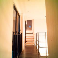 Layer House: Prime Architecture의  복도 & 현관
