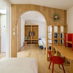 プールのある家: 株式会社ワイズデザイン一級建築士事務所が手掛けた子供部屋です。