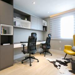 Home Office: Escritórios  por Juliana Zanetti Arquitetura e Interiores