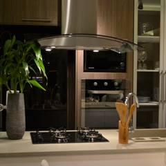 Cozinhas: Armários e bancadas de cozinha  por Casa Studio 201
