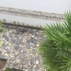 PISO DE PIEDRA LAJA: Jardines de estilo rural por POLIGONO 93 ARQUITECTOS SA DE CV