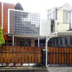 NERAWANG JOGLO:  Rumah by studioindoneosia