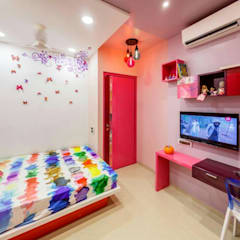 Study table in Kids room:  Girls Bedroom by Vinayak Interior | Interior Designing and Decorator Companies
