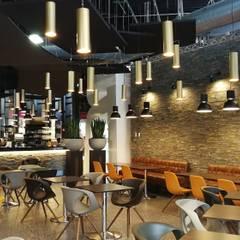 restaurant Angers: Salle à manger de style de style eclectique par ATELIER KA-HUTTE