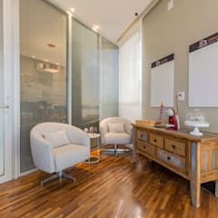 Sala de espera coworking: Escritórios  por Concept Engenharia + Design