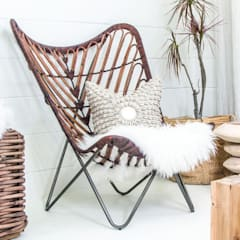 PLANTATION BUTTERFLY CHAIR:  Living room by Atelier Lane | Interior Design