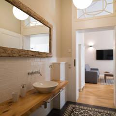 Uberlegen Badezimmer: Rustikale Badezimmer Von Raumdeuter GbR