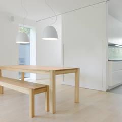 Esszimmer/ Küche: minimalistische Esszimmer von Sieckmann Walther Architekten