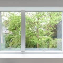 Minimalistisches Fenster:  Fenster von Sieckmann Walther Architekten