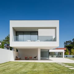 Detached home by HUGO MONTE | ARQUITECTO