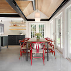 Shelter Island Country Home:  Dining room by andretchelistcheffarchitects