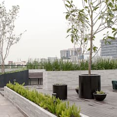 Roof terrace by Hábitas,
