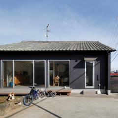 回遊できる家〈renovation〉-長く子供と仲良く、築46年の回遊できる家-: atelier mが手掛けた家です。,北欧