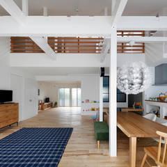 回遊できる家〈renovation〉-長く子供と仲良く、築46年の回遊できる家-: atelier mが手掛けた子供部屋です。,北欧