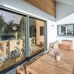 Klassik trifft Moderne:  Holzfenster von wir leben haus - Bauunternehmen in Bayern