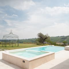 Infinity pool door i.Blue Piscine