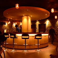Bar & Klub  oleh T- Square Studio Of Design, Kolonial Kayu Wood effect