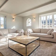 High-End-Homestaging auf Sylt: landhausstil Wohnzimmer von Home Staging Sylt GmbH