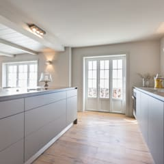 Dapur built in by Home Staging Sylt GmbH