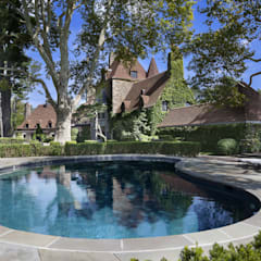 Round Hill Estate:  Garden Pool by andretchelistcheffarchitects