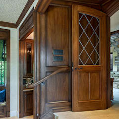 Wooden doors by andretchelistcheffarchitects