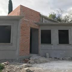 منزل ريفي تنفيذ LUBAAL construcción y arquitectura , إستعماري الطوب