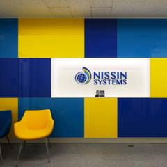 NISSIN SYSTEMS Collaboration Salon CoCoNa -心結- エントランス: 関口太樹+知子建築設計事務所が手掛けたオフィスビルです。