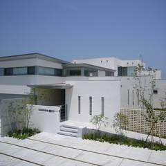SEE  SEA  HOUSE  (海が見える家): MITSUTOSHI   OKAMOTO   ARCHITECT   OFFICE 岡本光利一級建築士事務所が手掛けた一戸建て住宅です。