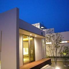 SEE  SEA  HOUSE  (海が見える家): MITSUTOSHI   OKAMOTO   ARCHITECT   OFFICE 岡本光利一級建築士事務所が手掛けた庭です。