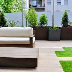 Diseño y construcción de terraza.: Terrazas de estilo  de ésverd - jardineria & paisatgisme